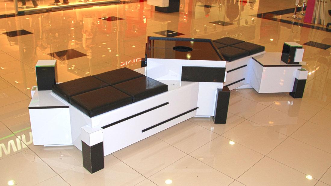 Декоративная скамья (ТК Пражский Пассаж)